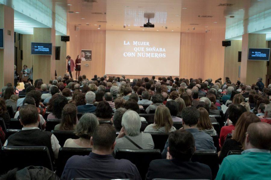 Público asistente en el documental 'La mujer que soñaba con números'